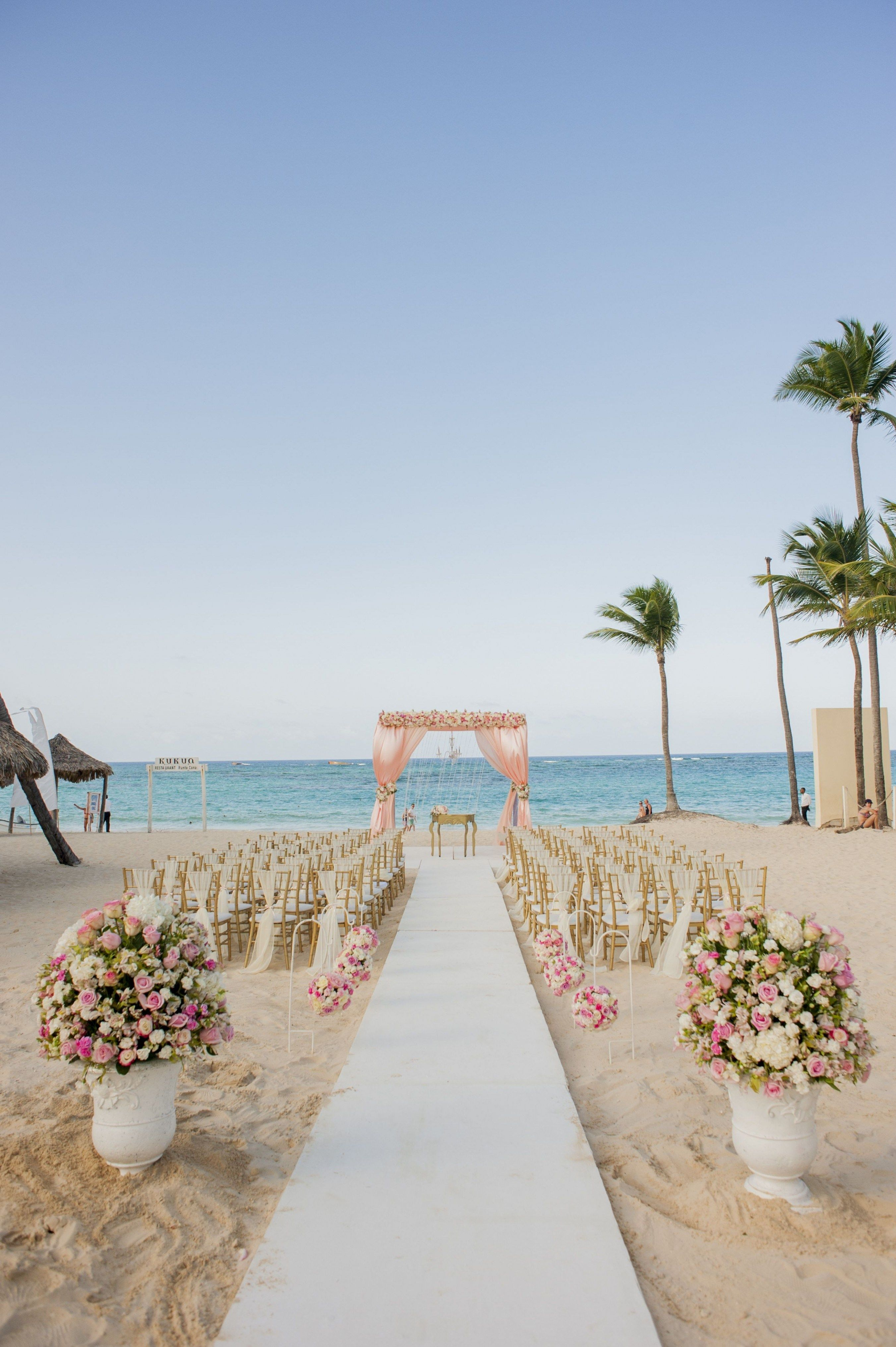 20 Advantages Of Romantic Beach Wedding Locations And How You Can