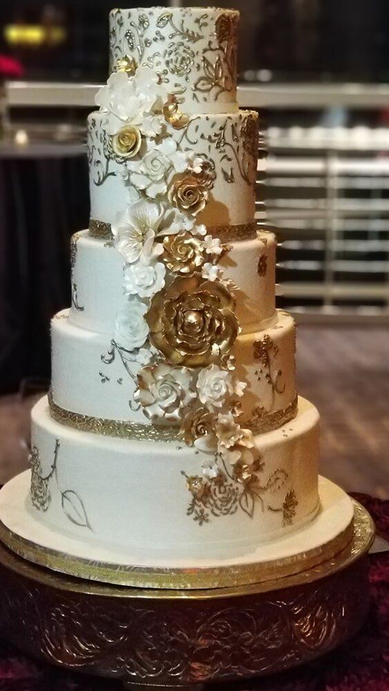 Slicing A Cake Wedding Cake In Houston Tx With Images
