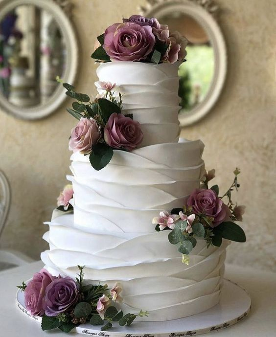 35 Chic And Elegant Wedding Cake Ideas We Are Obsessed With With