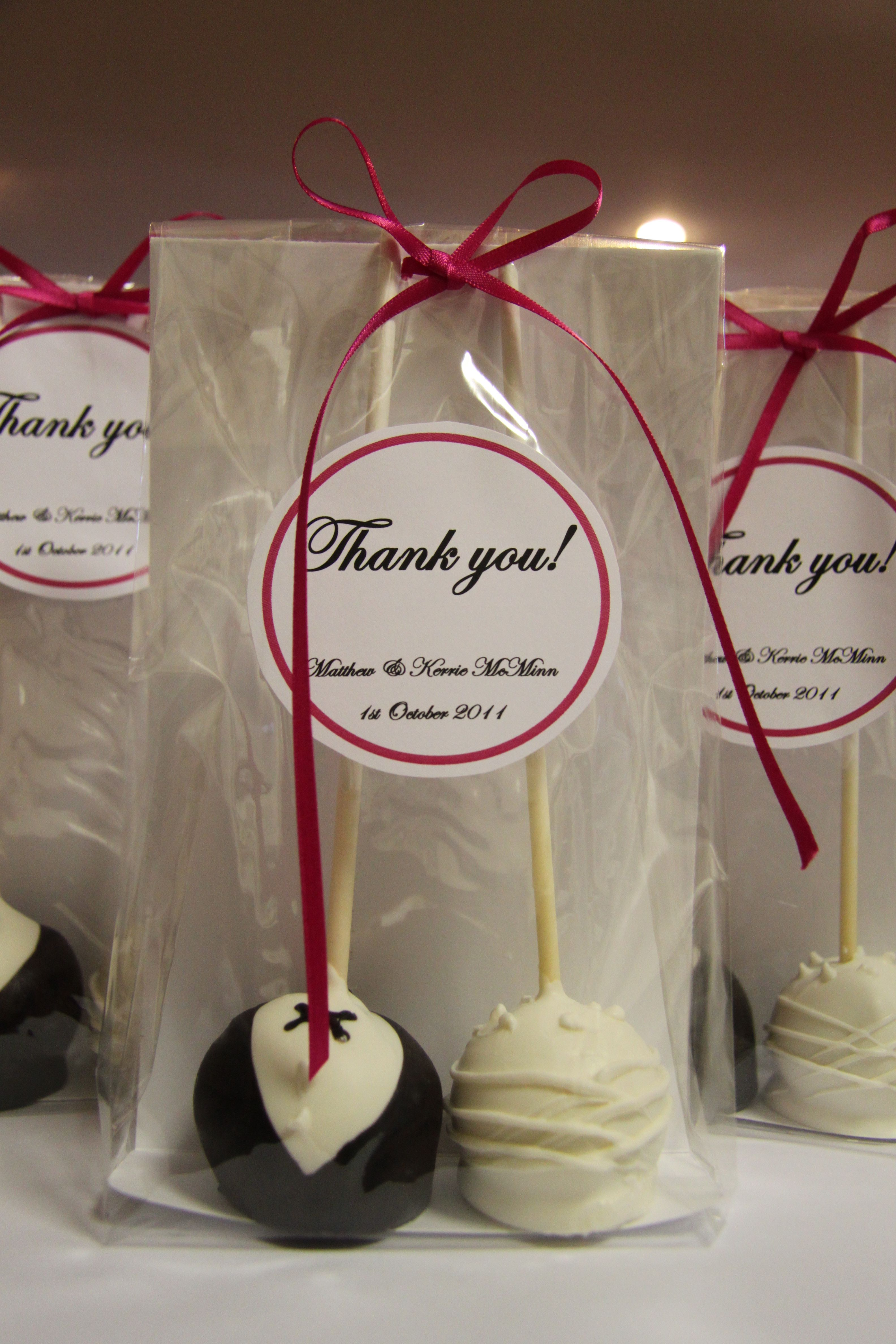 Wedding Favour Cake Pops Love It Right Down My Street Lol Wedding Cake Pops Rustic Wedding Favors Wedding Gifts For Guests